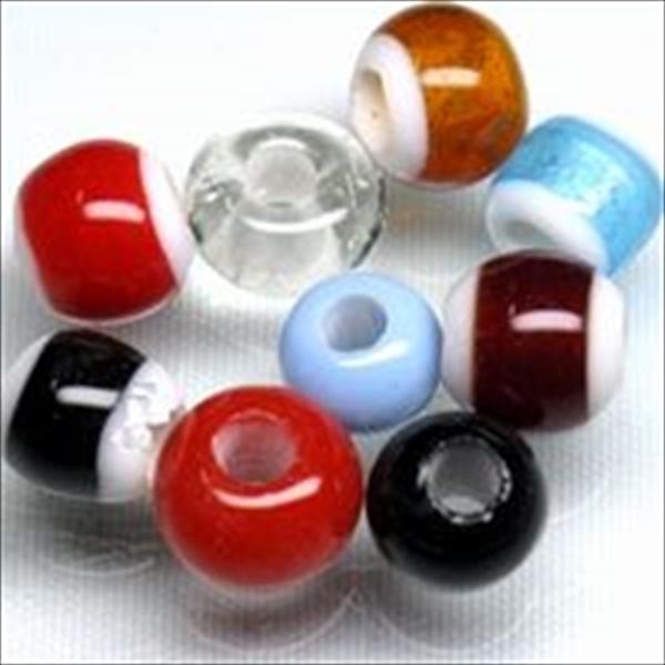 インドネシア・ジャワで作られたとんぼ玉(穴5mm)です。ガラス製ビーズは素材の性質上、径が小さいとんぼ玉に大きな穴を作ると肉厚が薄くなり形状も変わってしまいます。そのため5mm穴だと直径が10mm程度以上必要です。
