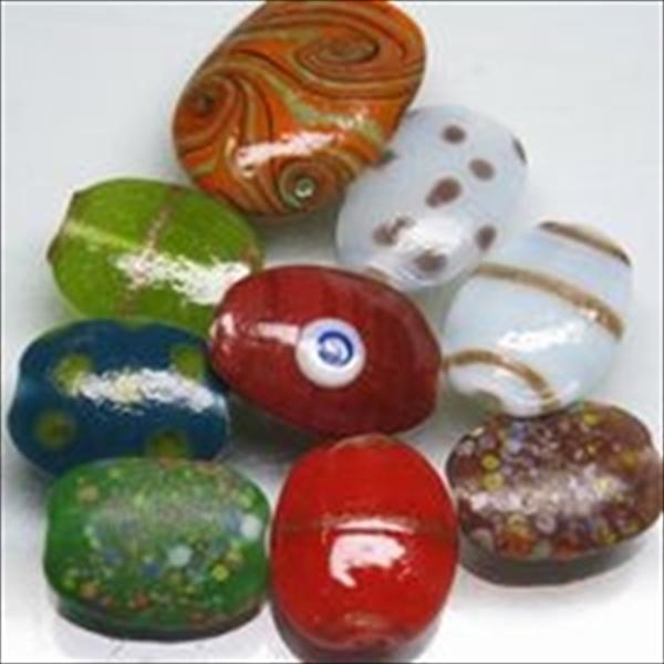 絵柄付きの楕円型とんぼ玉のうち比較的小粒で使いやすいタイプです。