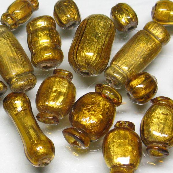 ゴールドサンドイッチ玉。内部に金色の箔を閉じ込めて美しく輝く伝統手法によるとんぼ玉です。