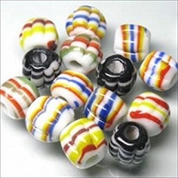 ジャワ希少ビーズとんぼ玉。ナツメ型で大量生産していない珍しいデザインです。