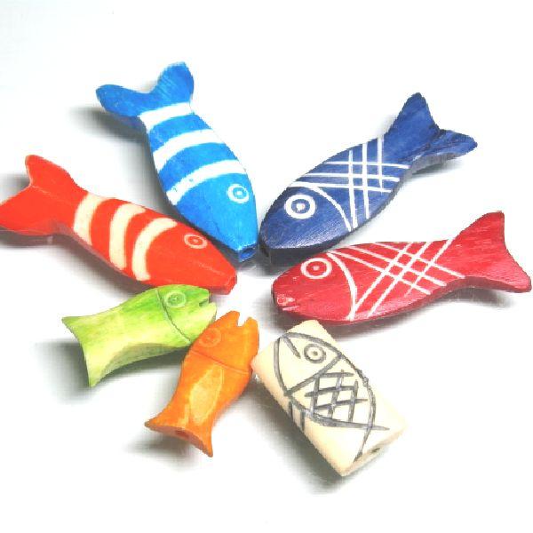 インドネシアの水牛の骨で作られた、魚の形を模したボーンビーズで穴は頭部~尾部を貫通しています。