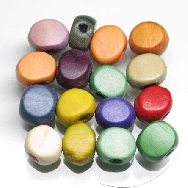 さまざまに着色され、バラエティーに富んだコイン型ウッドビーズです。