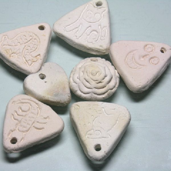 インドの手作りトールペイント用ペンダントです。