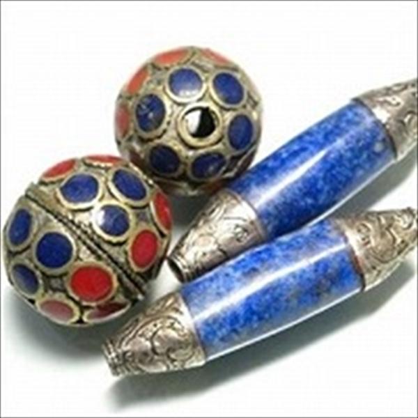 メタルビーズ・天然石つき。アフガニスタン産のアンティークシルバーや真鍮を使い、天然石をはめ込んだ美しいビーズです。