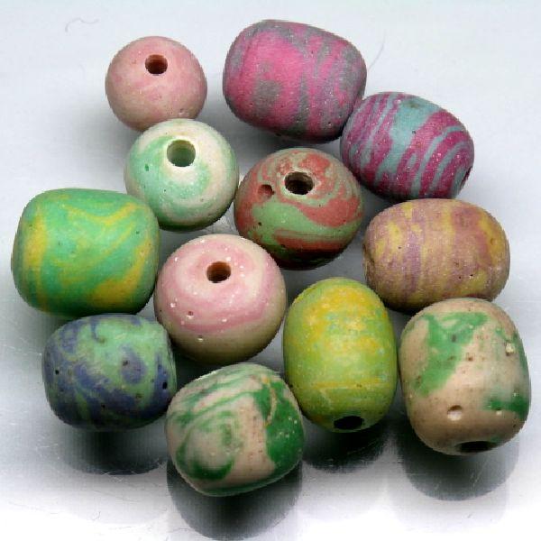 ストーンビーズ。自然石に高圧で着色したものです。