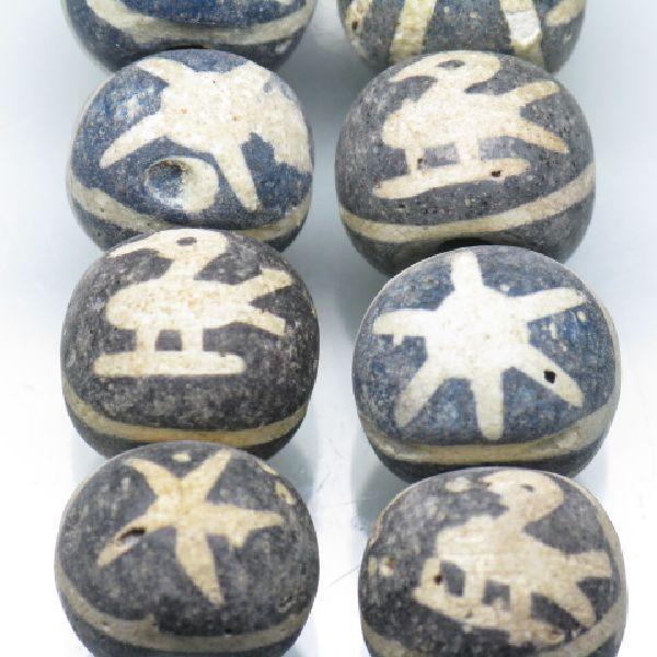 自然石を加工したジャワの鳥玉です