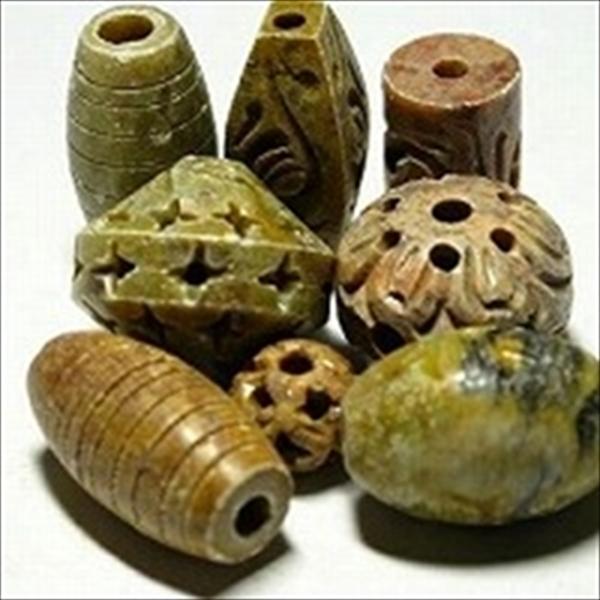 インドのストーンビーズです。高度な加工技術で石の内部まで加工が行き届いた素晴らしい製品です。
